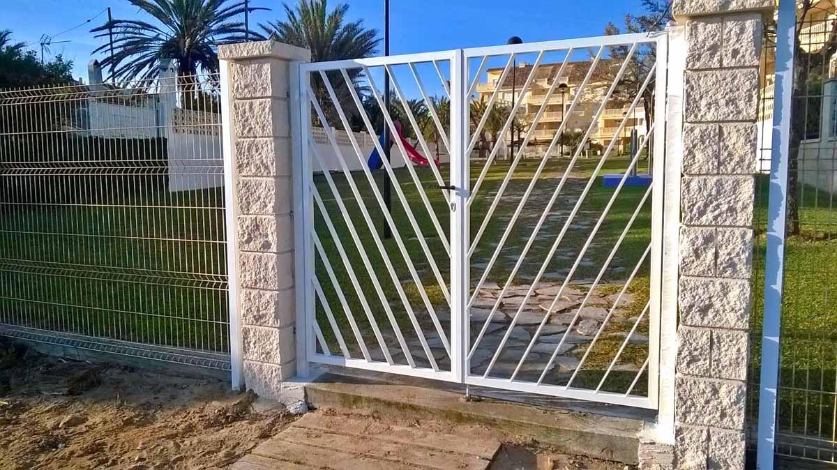 Puertas de rejas cancelas for Puertas cancelas de hierro