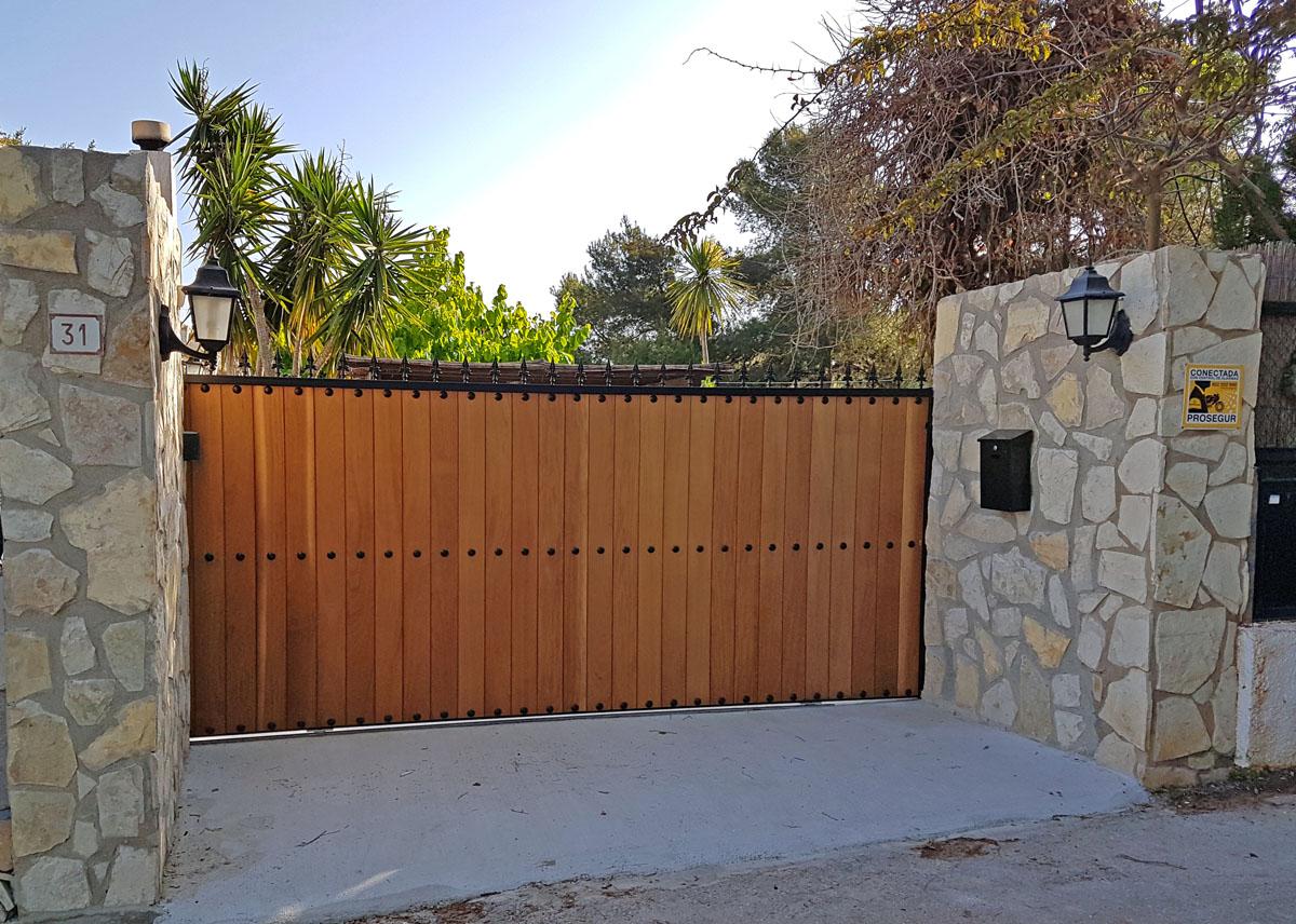Puertas de hierro panel madera for Puertas de hierro y madera